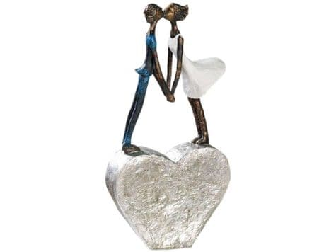 kissing couple sculpture | couple on heart sculpture
